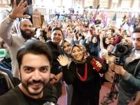 YUSUF GÜNEY - Yusuf Güney'den Hayranlı Selfie