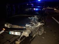 DUMLUPıNAR ÜNIVERSITESI - Aslanapa'da Trafik Kazası Açıklaması 2 Yaralı