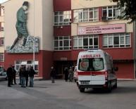 BAŞ DÖNMESİ - Başkent'te 24 Öğrenci Zehirlenme Şüphesiyle Hastaneye Kaldırıldı