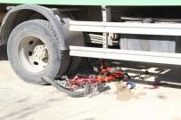 PİRİ REİS - Bisikletle Kamyonun Altında Kalan Çocuk Ölümden Döndü