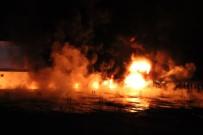 İTFAİYE ARACI - Karaman'da Fabrika Yangını