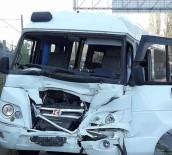 OKUL SERVİSİ - Okul Servisi İle Kamyonet Çarpıştı, 9 Kişi Yaralandı