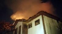 TARİHİ BİNA - Tarihi Bina Alevlere Teslim Oldu