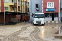 DOLU YAĞIŞI - Akdeniz Belediyesi, Yağmur Ve Doludan Etkilenen Vatandaşların Yardımına Koştu