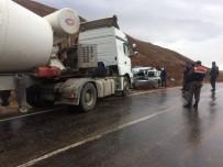 HITIT ÜNIVERSITESI - Beton Mikseriyle Otomobil Çarpıştı Açıklaması 1 Ölü, 1 Yaralı