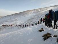 ŞİDDETLİ RÜZGAR - Dağcılardan Uludağ'da Vefa Tırmanışı