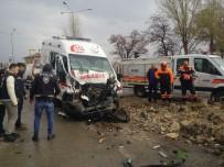 TAHKİKAT - Erzurum'da Ambulans Traktörle Çarpıştı Açıklaması 7 Yaralı