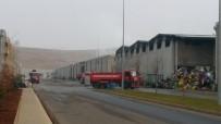 İTFAİYE ARACI - Fabrikadaki Yangının Boyutu Gün Ağarınca Ortaya Çıktı