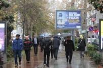 ŞİDDETLİ RÜZGAR - Kocaeli'de Sıcaklar Yerini Sağanak Yağmura Bıraktı