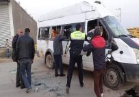 AHMET KARATEPE - Öğrenci Servisi Kaza Yaptı Açıklaması 15 Yaralı