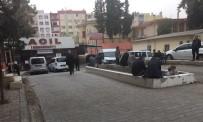 ARAZİ ANLAŞMAZLIĞI - Şanlıurfa'da Silahlı Kavga Açıklaması 1'İ Polis 3 Yaralı
