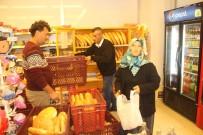 SARıLAR - Antalyalı Market, Ekmekte Yüzde 50 İndirim Yaptı, Müşterilerin Akınına Uğradı