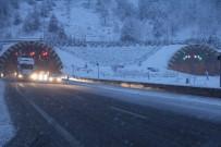 KIŞ LASTİĞİ - Bolu Dağı'nda Yoğun Kar Yağışı Başladı