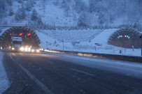 KIŞ LASTİĞİ - Bolu Dağı'nda Yoğun Kar Yağışı