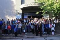 BIRLEŞMIŞ MILLETLER - Çocuklar Bergama'nın Tarihini Tiyatro İle Öğrendiler