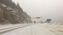 KIŞ LASTİĞİ - Doğu Karadeniz'de Sahil Kesimlerinde Fırtına, Yüksek Kesimlerde Kar Yağışı