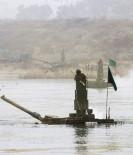 GÜNEY KORE - Güney Kore Tanklarını Nehirden Geçirdi