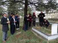 MUSTAFA YÜCEL - Hisarcık'ta Öğrenciler Öğretmenlerin Mezarlarını Ziyaret Etti