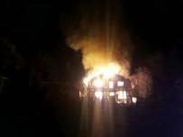 İki Katlı Bina Yangında Küle Döndü