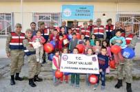 TRAFİK KURALLARI - Jandarma Tarafından Köy Okuluna 360 Adet Kitap Hediye Edildi