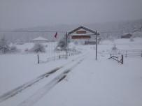 Kastamonu'da Etkili Olan Kar Yağışı Elektrik Tellerini Kopardı