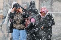 ERCIYES - Kayseri'de Kar Yağışı Etkili Oldu