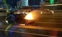 E-5 KARAYOLU - Lüks Otomobil E-5'Te Alev Topuna Döndü