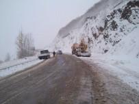 KAR LASTİĞİ - Sivas'ta Kar Ulaşımı Etkiledi