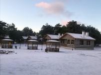 HAVA SICAKLIĞI - Spil Dağı Beyaz Gelinliğe Büründü