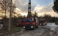17 AĞUSTOS 1999 - Terk Edilmiş Prefabriklerdeki Yangın İtfaiye Ekiplerince Söndürüldü