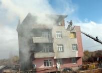 YAŞLI ÇİFT - Yangında Mahsur Kalan Çifti Ekipler Kurtardı