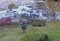 HACETTEPE ÜNIVERSITESI - Ankara'da Öğrenci Servisi Kaza Yaptı Açıklaması 4 Yaralı