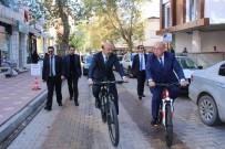 BAKAN YARDIMCISI - Bakan Yardımcısı Tüfekçi Şehir Merkezini Bisikletle Gezdi
