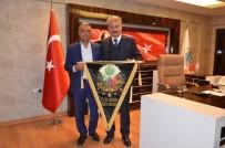 Başkan Sungur'a Bayrak Hediyesi