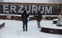 HAVA SICAKLIĞI - Erzurum'da Yoğun Kar Yağışı