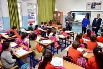 DIŞ HEKIMI - Fatih Belediyesi, Öğrencilere Diş Seti Hediye Etti