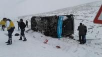 TAHKİKAT - Halk Otobüsü Yan Yattı Açıklaması 18 Yaralı