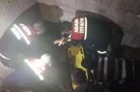 YAVUZ SULTAN SELİM - İnşaatı Gezdiği Sırada İkinci Kattan Asansör Boşluğuna Düştü