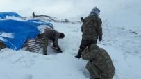 KATO DAĞı - Mehmetçik Hem Terörle Hem De Karla Mücadele Ediyor