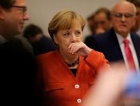 YEŞILLER PARTISI - Merkel'e flaş istifa çağrısı