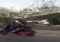 CEP TELEFONU - Motosikletli Gençlerin Tehlikeli Yolculuğu Kamerada