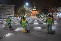 OSMANGAZI BELEDIYESI - Osmangazi Temizlik Ekipleri Gece Gündüz Çalışıyor