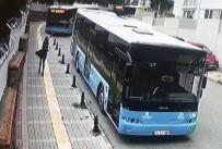 DİREKSİYON - Ümraniye'de Halk Otobüsü Okulun Bariyerlerinde Asılı Kaldı
