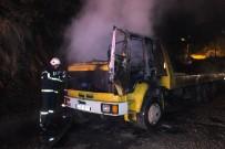 İSTANBUL YOLU - Seyir Halindeki Kamyonda Yangın