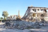 ANTALYA - Side'de Koruma Amaçlı İmar Planına Aykırı Bulunan 40 Yıllık Motel Yakıldı
