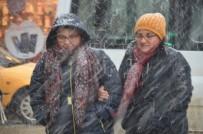 KAR LASTİĞİ - Yüksekova'da Kar Yağışı