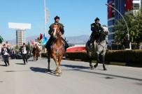 VATANSEVER - Atlarla Karşılandı, 'Teber' Hediye Edildi