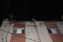 AKARCA - Beyoğlu'nda Korkutan Yangın Açıklaması Çatıya Çıktılar