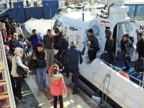 SAHİL GÜVENLİK - Çeşme'de 65 Göçmen Ölüme Yolculukta Yakalandı