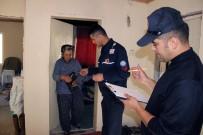 HASARLI BİNA - Depremin Vurduğu Arıcılar Mahallesi'nde Hasar Tespit Çalışması